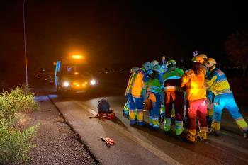 Otra menor ha sido ingresada con pronóstico grave y los integrantes del otro vehículo implicado se dieron a la fuga