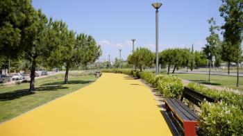 Se ha sustituido el pavimento terrizo por uno de asfaltado de resina sintética