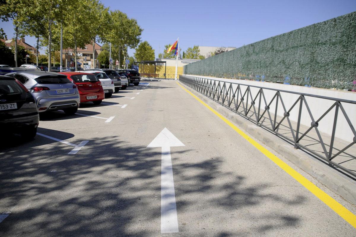 Diez nuevas plazas, dos pérgolas y mejoras en las aceras para la accesibilidad junto a la renovación de papeleras y bancos