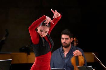 Con el fandango de Sara Calero, las acrobacias de Uparte Áureo o la música de U2, entre otros