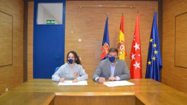 Firma convenio entre el Ayuntamiento y el Baloncesto Femenino