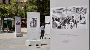 La muestra cuenta con un total de 23 imágenes y está situada en la Plaza de España