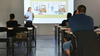El Ayuntamiento ofrece asesoramiento e información a las familias a través de la Concejalía de Educación.
