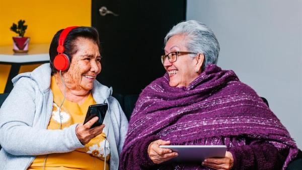 Con el fin de promover un envejecimiento activo y saludable y crear una Ciudad Amigable con las personas mayores