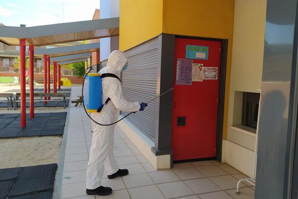 Un total de 54 centros educativos están siendo objeto de acciones de desinfección