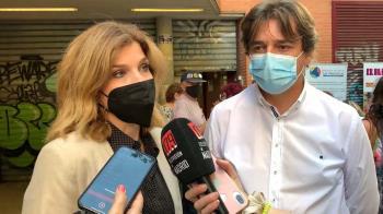 El alcalde de la ciudad, Javier Ayala, y diputados en la Asamblea de Madrid acudieron a la concentración para apoyar a los fuenlabreños