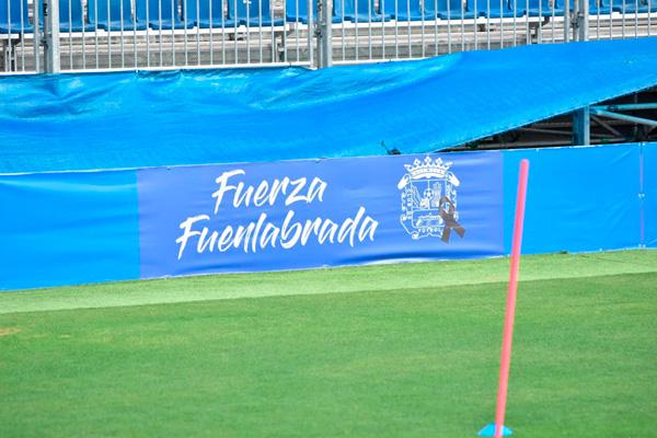El club ha colocado varias lonas con este mensaje en el Estadio Fernando Torres