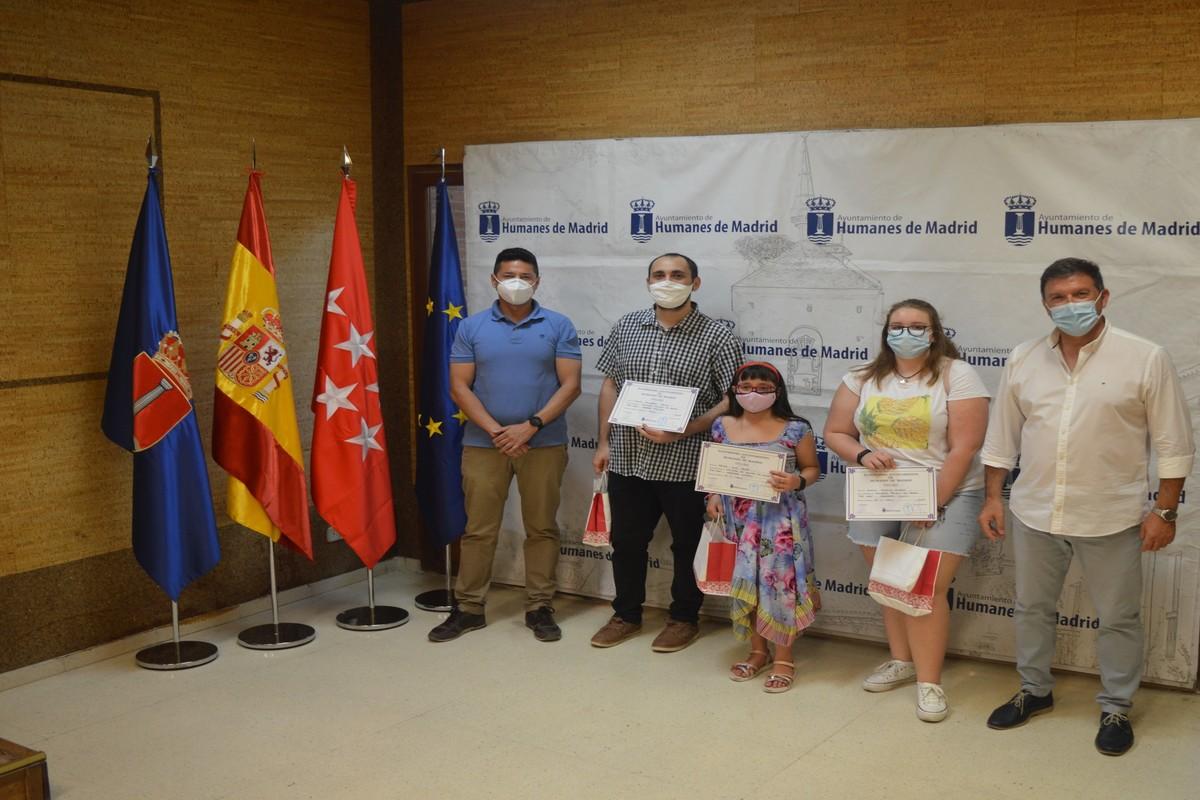 Los premiados han recibido un libro y un diploma de reconocimiento