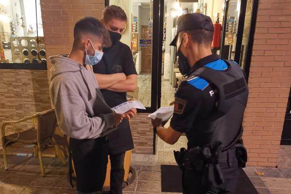 Getafe reparte 1.000 bandos y 5.000 octavillas para informar sobre las restricciones