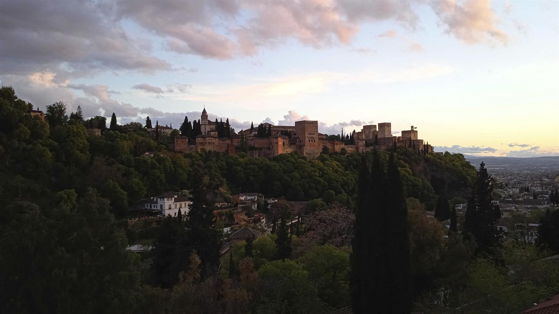 Cinco visitas obligadas, además de la Alhambra