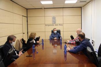 Los concejales María Jesús Ruiz de Gauna y Jorge Canto también acudieron al encuentro