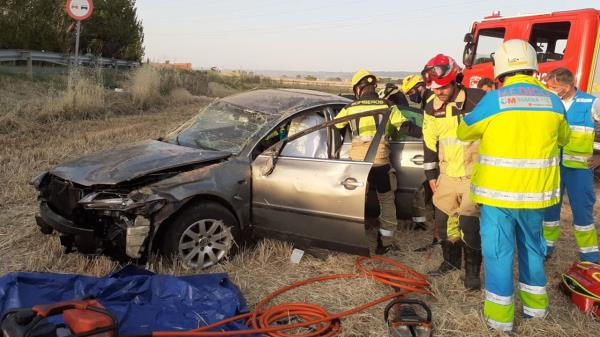 El conductor, de 36 años, ha sido trasladado al hospital en estado grave