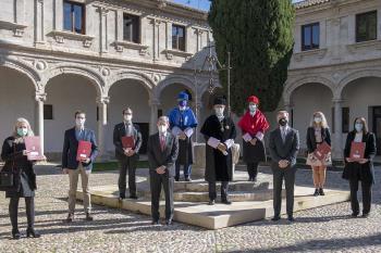 En el acto se invistió a una representación de los nuevos doctores de la UAH