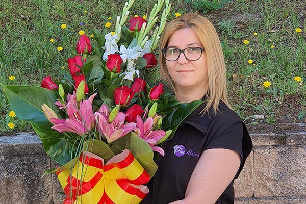 La floristería Flor África diseña un ramo especial para colocarlo en los cementerios de Madrid