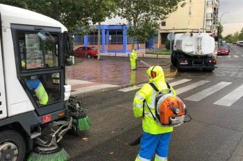 A parte de las limpiezas intensiva se procederá a la eliminación de grafittis, carteles y pegatinas en el mobiliario público