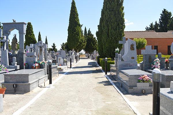 El cementerio ha ampliado sus plazas con 14 sepulturas nuevas