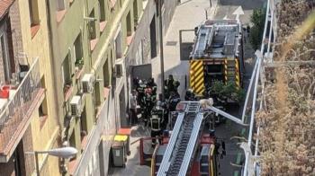El fuego fue sofocado por los propios trabajadores del local y no hubo que lamentar heridos.