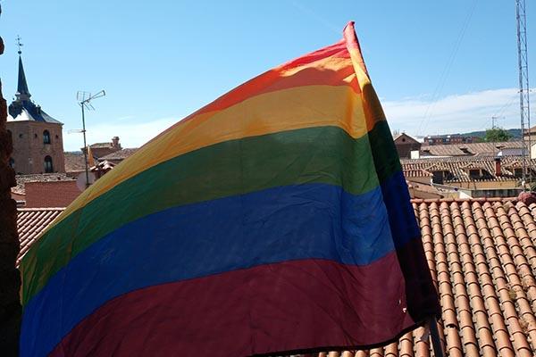 La agrupación relaciona la querella de Abogados Cristianos al alcalde con el obispo Reig Plá