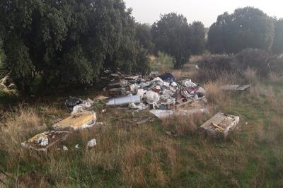 Lee toda la noticia 'Javier Úbeda pide a la alcaldesa de Alcorcón que retire los residuos del camino Pradonal'