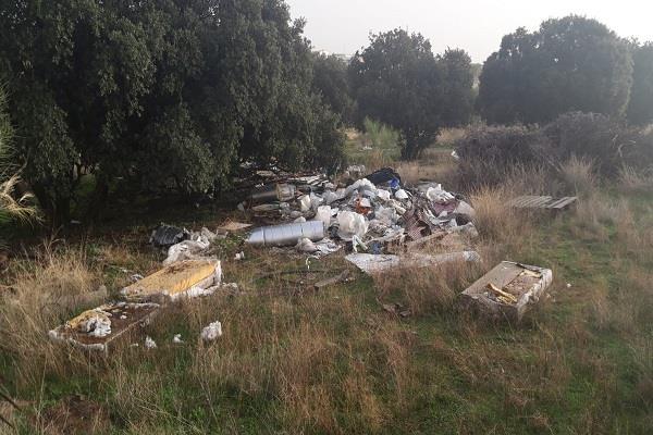 Javier Úbeda pide a la alcaldesa de Alcorcón que retire los residuos del camino Pradonal