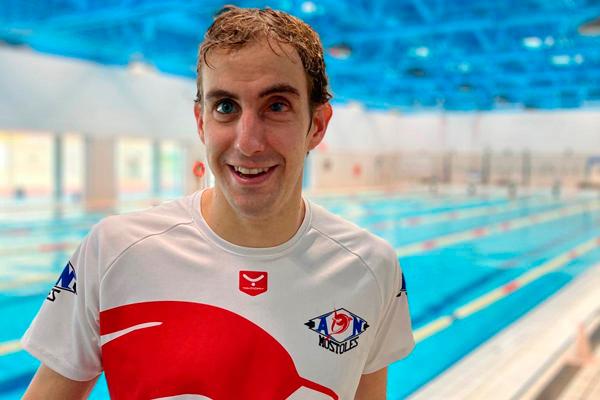 El nadador mostoleño pulverizó la anterior marca, fijando la nueva en los 27,39 segundos