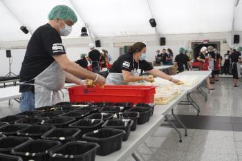 En el Mirador de Cuatro Vientos estos jóvenes aprenden a cocinar y elaboran cada día 3.000 menús