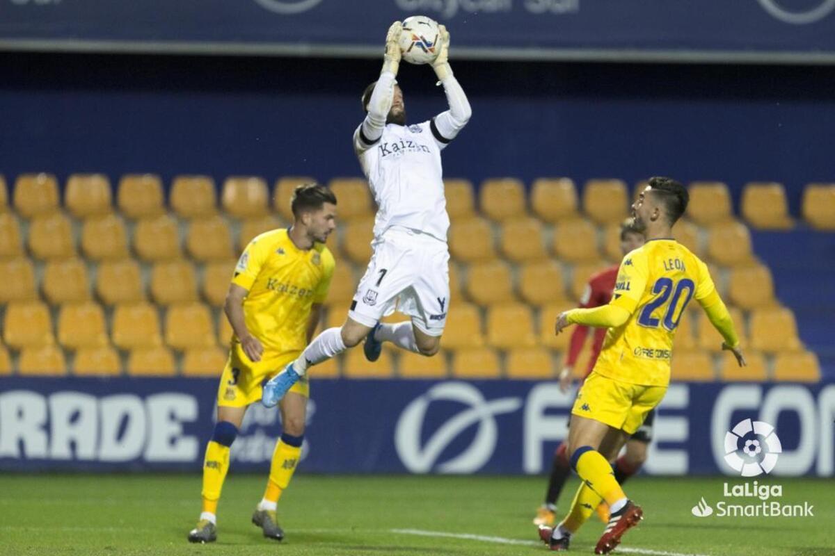 Los afectados por el virus pueden no estar disponibles para el encuentro del jueves contra el Sporting de Gijón