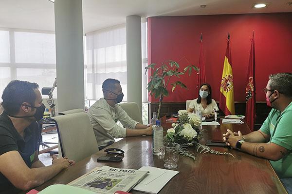 La alcaldesa de Getafe da su apoyo a los trabajadores de Airbus tras los despidos