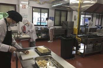 En las últimas seis semanas, se han cocinado 1.700 menús para familias vulnerables