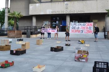 """""""Estas son las cestas que la junta es incapaz de llenar"""" exponen a modo de denuncia por el vacío de ayudas a las familias demandantes de alimentos"""