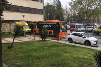 Los autobuses se desinfectan para garantizar la seguridad en los traslados
