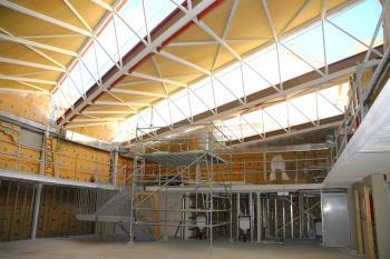 El edificio incluirá un teatro bajo rasante con capacidad para 220 plazas con acceso directo desde la calle