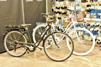 Decathlon nos abre sus puertas para conocer las claves de un año en el que se han multiplicado por cuatro la venta de bicicletas en nuestro país