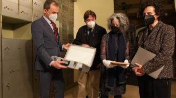 El ministro Pedro Duque guarda el legado in memoriam del Premio Nobel