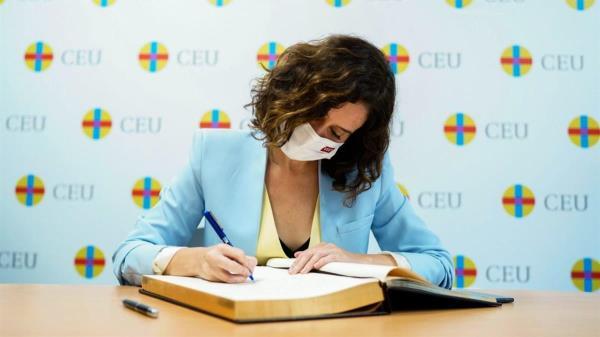 La presidenta de la Comunidad de Madrid inauguró el postgrado en Liderazgo y Compromiso Cívico de la universidad CEU San Pablo