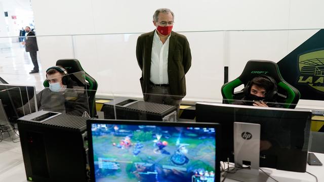A través de videojuegos como League of Legends se pretende conseguir beneficios en la labor educativa de los centros escolares