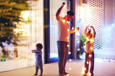 Lee toda la noticia 'Este año, en Fuenla, la decoración navideña de tu balcón puede tener premio'