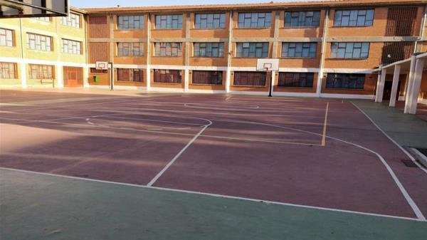 La asociación de padres y madres no está de acuerdo con la cesión total de espacios deportivos a los clubes
