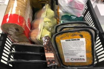 Varias redes vecinales han repartido los menús en diferentes barrios madrileños
