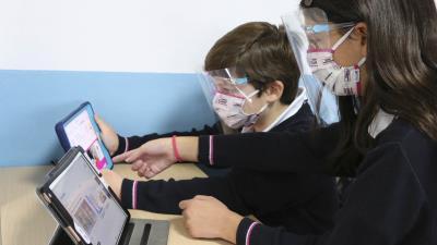 Lee toda la noticia 'La función del colegio en la educación de nuestros hijos'