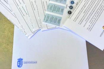 El Ayuntamiento de Arroyomolinos está dejando la documentación en los buzones