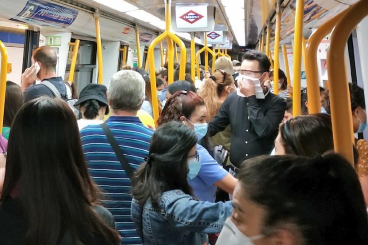 Los usuarios denuncian bajas frecuencias de trenes y aglomeraciones en Metro de Madrid