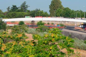 El consistorio anuncia la colocación de la estructura superior de la pasarela peatonal y ciclista en la Avenida Pablo VI