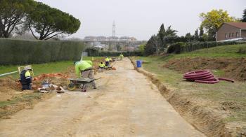 El Ayuntamiento ha iniciado su construcción para peatones y ciclistas con 500 metros de longitud