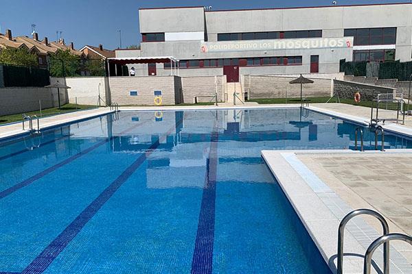 La piscina municipal Los Mosquitos reabre tras la reparación de la piedra de coronación
