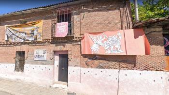 """La policía acudió a la llamada de los vecinos que denunciaron ruidos y molestias provenientes del centro ocupado """"La Casika"""""""