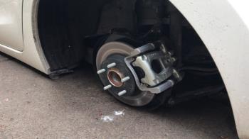 En el registro del vehículo encontraron el material y las herramientas necesarias que se utilizan para el desmontaje de ruedas