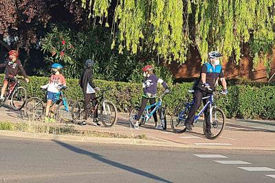 """Lee toda la noticia 'La Policía Local acompaña a escolares en la actividad """"camino escolar en bicicleta""""'"""