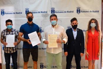 Ambos firman el acuerdo por el que se reconoce el cambio de categoría de los agentes como marca la ley desde 2018