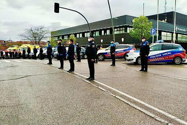 La Policía Local y Protección Civil homenajean a la víctimas del coronavirus